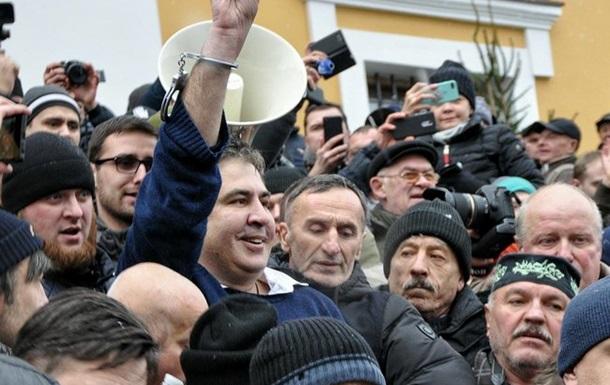 В Киеве задержали Саакашвили. Полиция штурмует палаточный городок возле ВР
