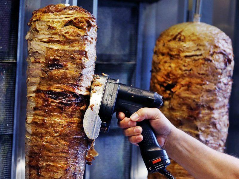 В Евросоюзе могут запретить фосфаты, добавляемые в мясо для шаурмы и донер-кебаб