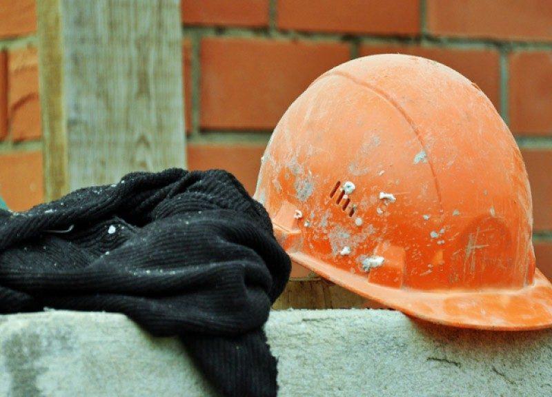 В Москве на стройке башенный кран рухнул на  двух рабочих