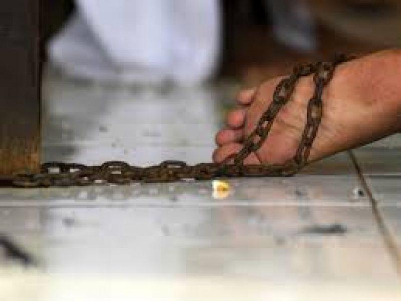 Житель Херсонщины два дня держал жену на цепи за невкусный борщ