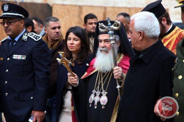 В Вифлееме накануне Рождества неизвестные забросали камнями и бутылками автомобиль патриарха Иерусалимского Феофила III
