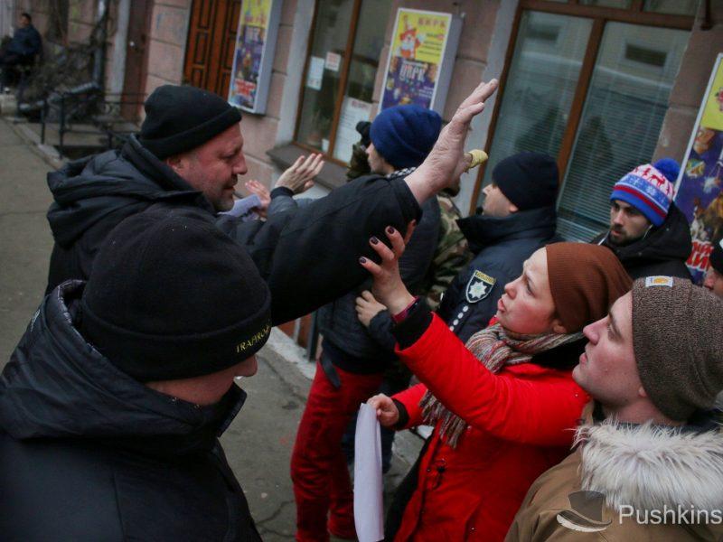 В Одессе протестовали против эксплуатации животных в цирках – не обошлось без потасовок