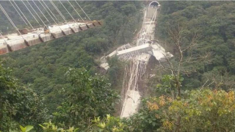 Девять человек погибли при обрушении строящегося моста вКолумбии