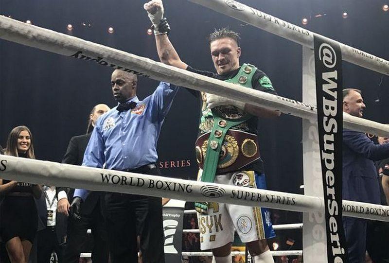 Александр Усик победил латыша Бриедиса, став чемпионом мира по боксу по двум версиям