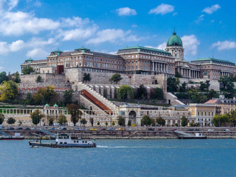 Венгрия продлила карантин и комендантский час до 1 февраля