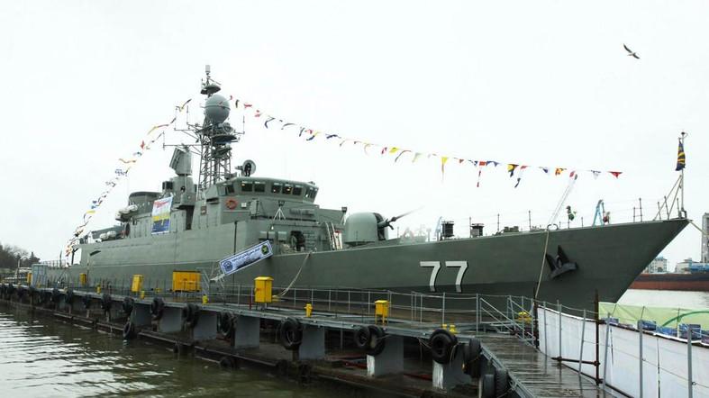 В Каспийском море разбился о волнорез иранский ракетный фрегат. Двое моряков пропали без вести