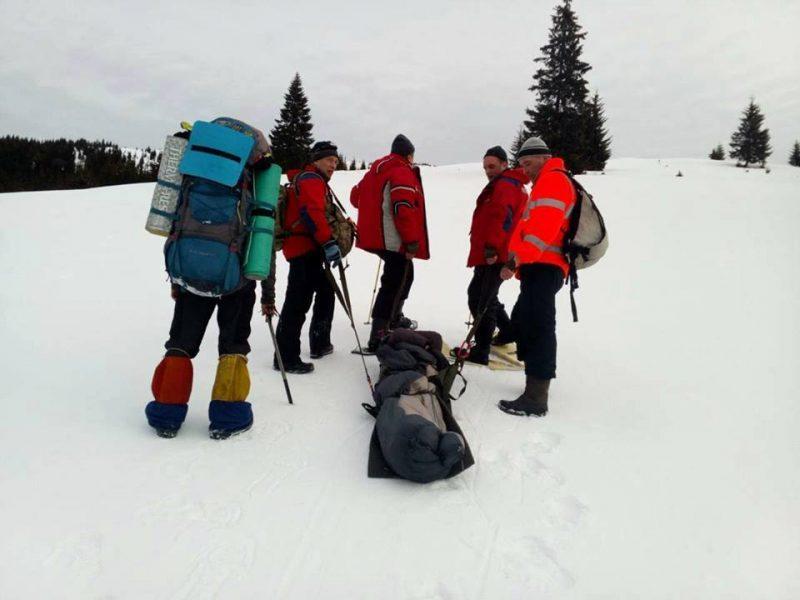 После двух дней поисков в метель и мороз в Карпатах нашли заблудившегося туриста (ВИДЕО)