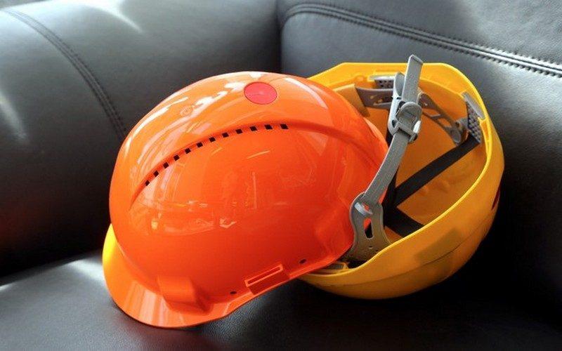 В Николаеве погиб строитель — на него упала железная балка