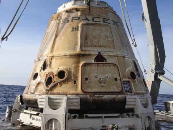 NASA назначило проверку безопасности для SpaceX и Boeing