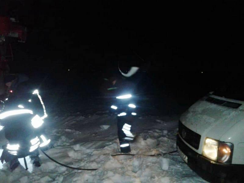 За сутки на Николаевщине спасатели освободили 7 автомобилей из снежного плена
