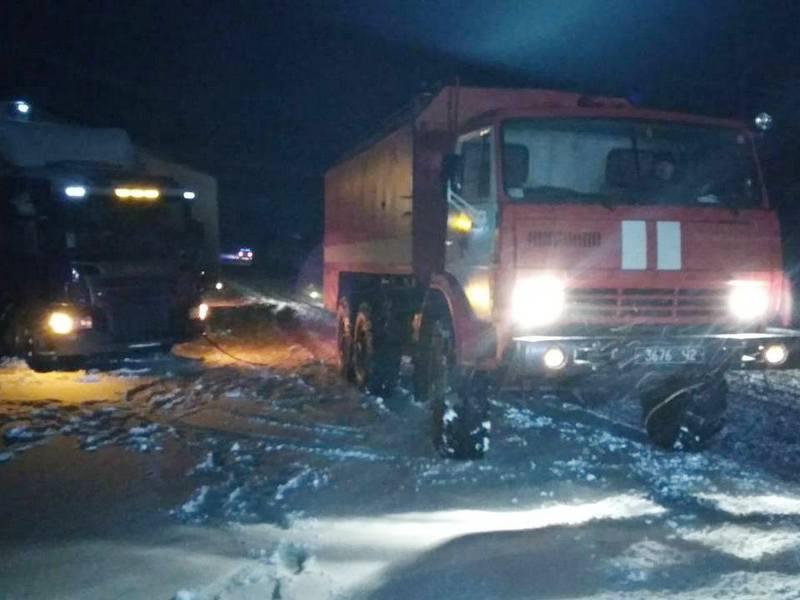 Гололед на дорогах и снежные заносы  заставили спасателей Николаевщины поработать этой ночью