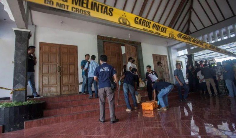 На выборах в Индонезии уже почти 300 членов избиркомов умерли от переутомления