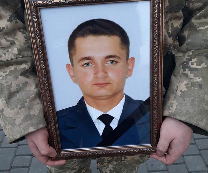 «Мы его ждали женихом, а дождались в гробу: на Николаевщине попрощались с Яном Пуцулаем, погибшим под Авдеевкой бойцом-десантником