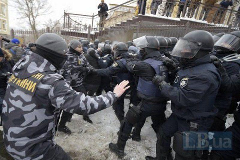 В прошлом году на акциях протеста пострадали 1500 украинских полицейских