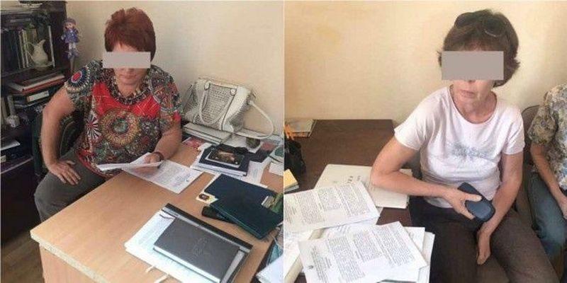 Двух сотрудниц Мариупольского краеведческого музея осудили на три года за передачу в оккупированный Крым 52 картин из Нацфонда