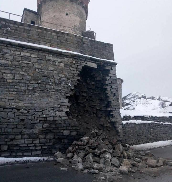 ВКаменце-Подольском из-за погоды обвалилась часть стены легендарной крепости