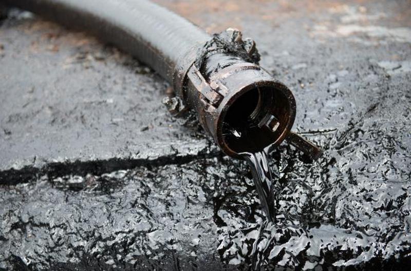 В Канаде разлив нефти – 40 тыс.тонн попало в реку, откуда воду для питья берут 900 тыс.человек