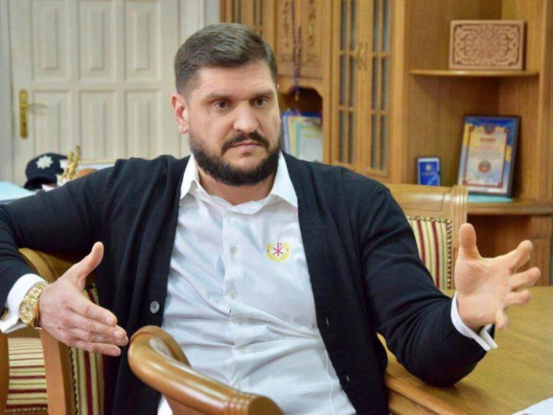 Николаевский волонтер обвинил губернатора Савченко в причастности к самоубийству директора аэропорта