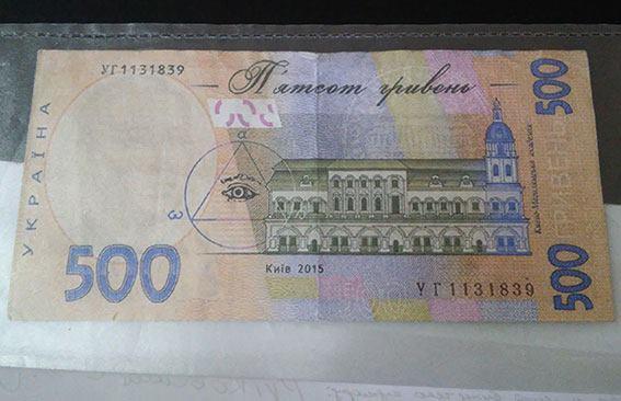 Жителя Николаева подозревают в сбыте фальшивых денег – с ними он пришел в супермаркет