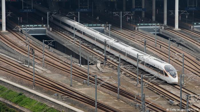 """Более 1 тыс. пассажиров, 350 км/ч. Китайское """"омоложение"""" – так называется новый скоростной поезд."""