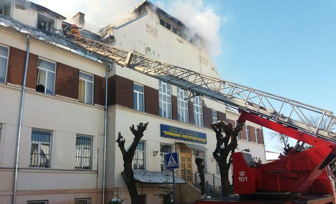 В Черновцах загорелся транспортный колледж