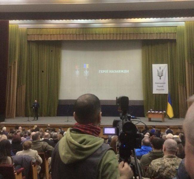 Двое николаевцев получили награду Народный герой Украины
