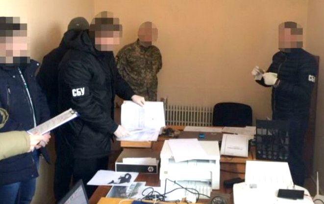 В Днепропетровской области военком вымогал у ветерана АТО взятку, угрожая повторным призывом