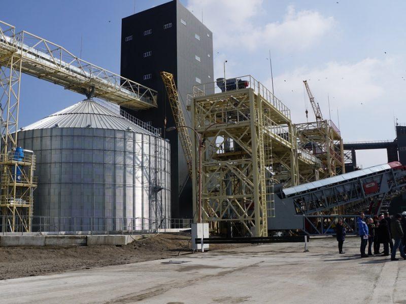 Хорошие новости от «НИБУЛОНа»: мощный терминал в Николаеве и интеллектуальные тракторы