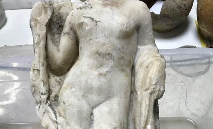 Строители метро в Салониках откопали статую обнаженной Афродиты