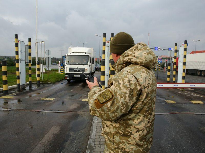 Пограничники: В очередях на въезд в Украину – сотни авто