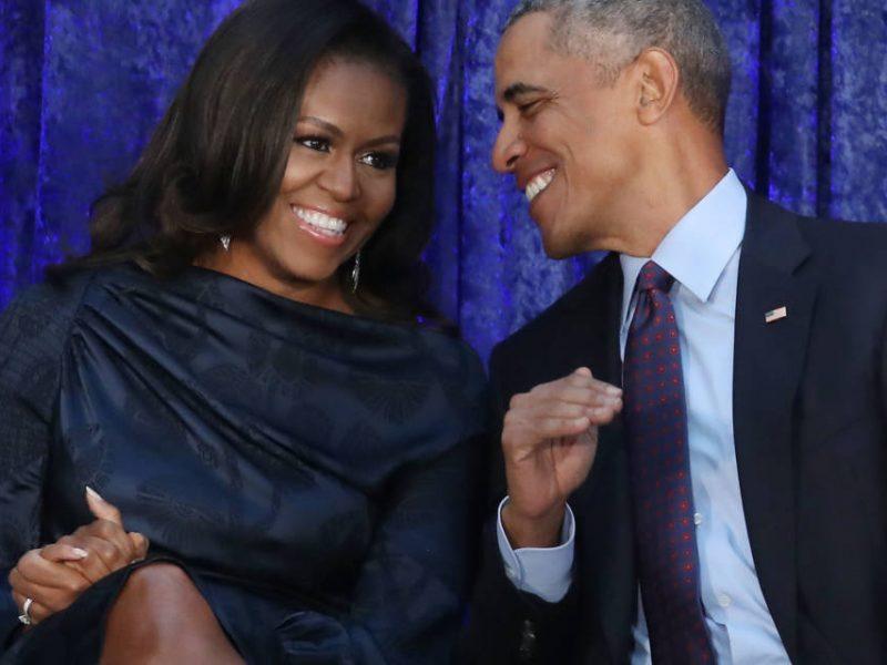 Мемуары жены Обамы в первый день продаж разошлись тиражом в 1,4 млн экземпляров