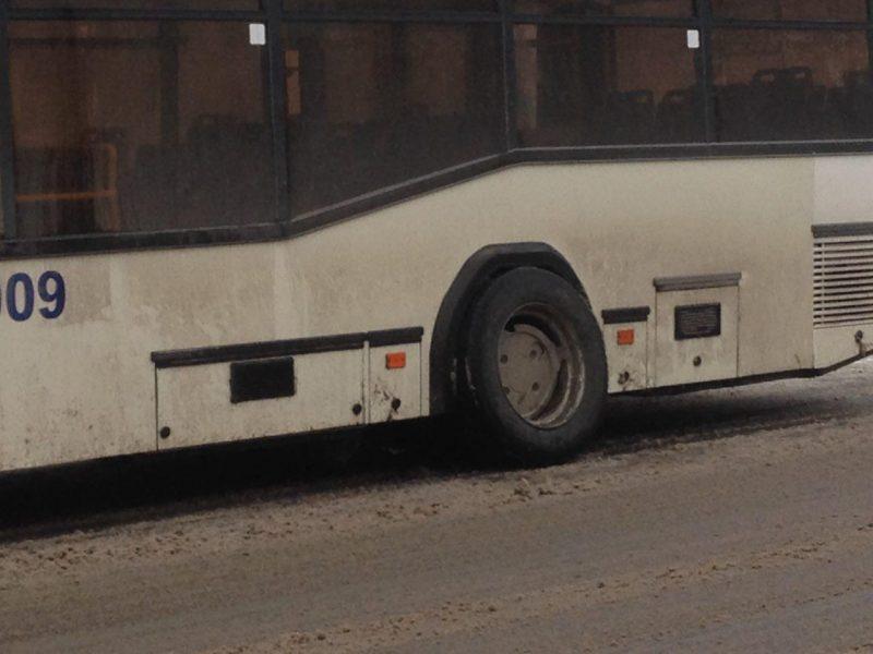 У троллейбуса в Николаеве на ходу отлетело колесо