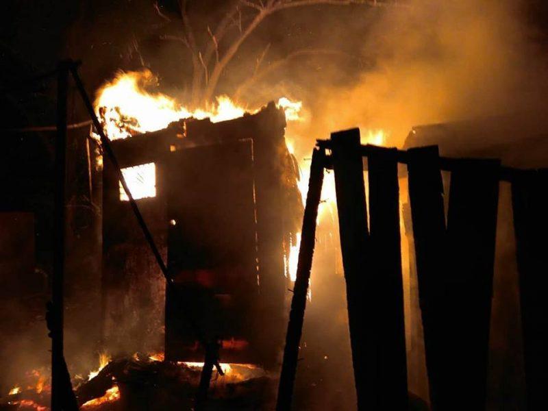 На Николаевщине спасатели тушили летнюю кухню