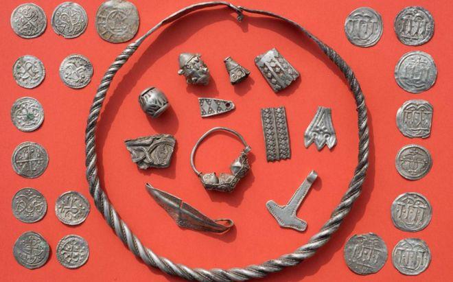 Клад! Молот Тора и другие сокровища времен Харальда Синезубого найдены в Германии