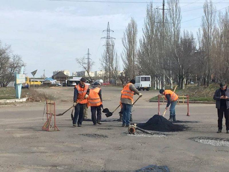 Решили не ждать милостей: «Ника-Тера» провела ямочный ремонт улицы Айвазовского в Николаеве