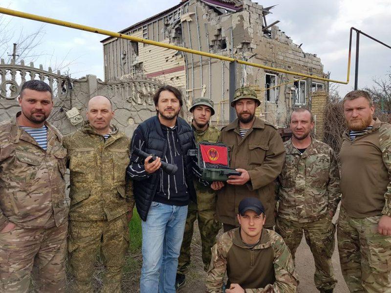 Шоумен Притула подарил николаевским морпехам в Широкино снайперский прицел и тепловизор – «бессонные ночи сепарам гарантированы»