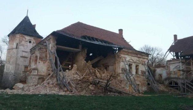 Во Львовской области в Поморянском замке обрушилась стена