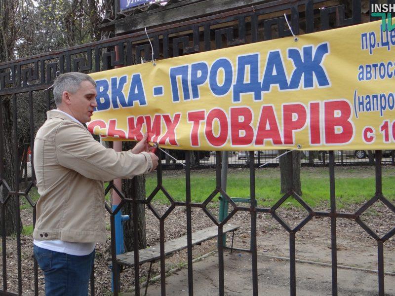 «Город должен очиститься от этого мусора», — А.Сенкевич лично «чистил» забор от незаконной рекламы