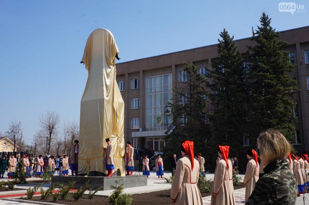 ВКривом Роге наместе поваленного Ленина установили монумент Богородице