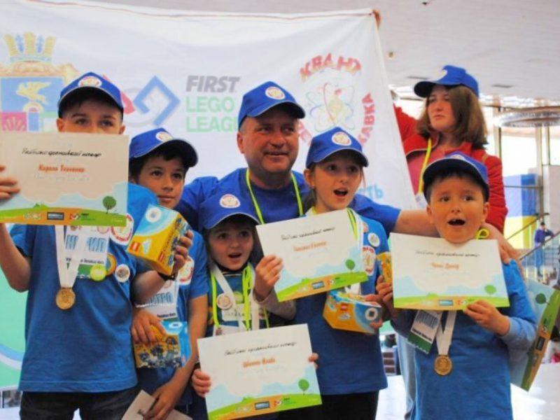 У команды из Николаевщины 5 золотых медалей на Всеукраинском фестивале по робототехнике «First LEGO League Junior»