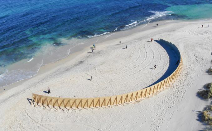 Архитекторы создали «необитаемый остров» на публичном пляже в Австралии