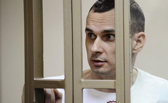 Врач ежедневно посещает Сенцова, его состояние стабильное – сестра