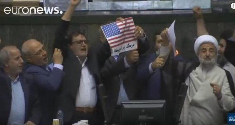 Ответ Трампу: в иранском парламенте сожгли флаг США