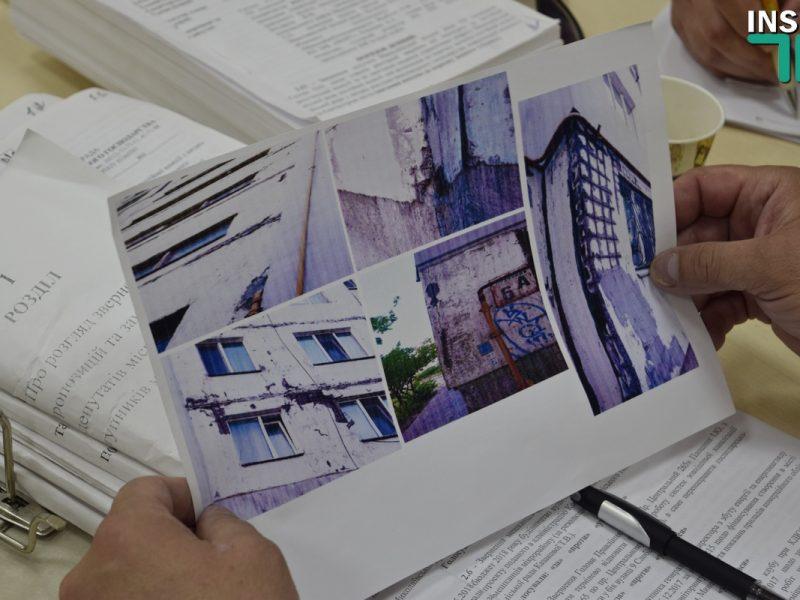 Жильцы николаевской девятиэтажки бьют тревогу: Стены разрушаются, есть трещины, торчит арматура