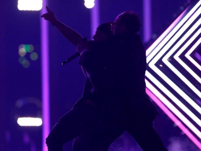 Пранкер, напавший в финале Евровидения на британскую певицу, заявил, что в полиции его пытали