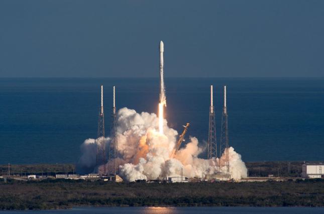 SpaceX успешно вывела на орбиту аппараты крупнейшей в мире спутниковой сети