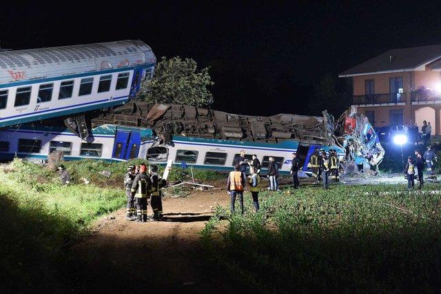 В Италии пассажирский  поезд протаранил грузовик: двое поогибших