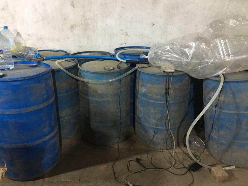Жители Николаева организовали подпольное производство контрафактного алкоголя