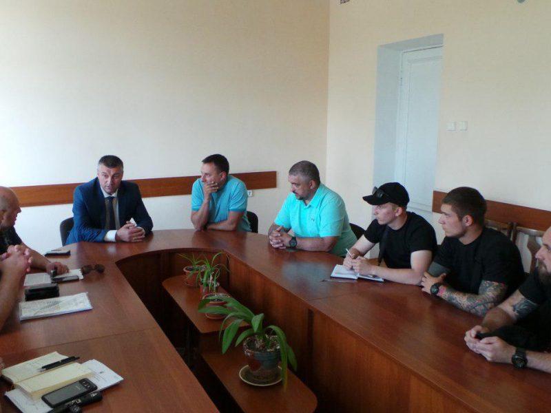 На Николаевщине зернотрейдеры пообещали не допускать перегрузов, если будет достаточное количество отстойников на дорогах