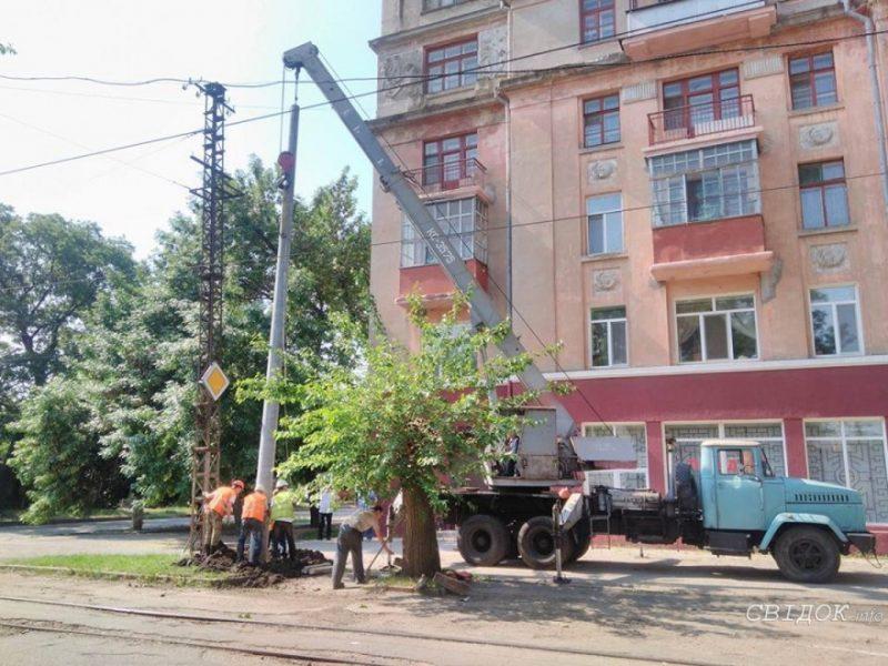 В Николаеве заменят больше 200 опор контактной сети со 100-летней историей